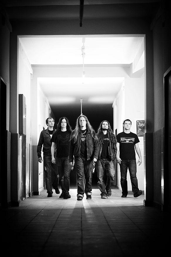"""Portrait der Metal-Band """"The last Hangmen"""" aus Dresden, die auf einem Benefizkonzert für krebskranke Kinder spielen wird"""