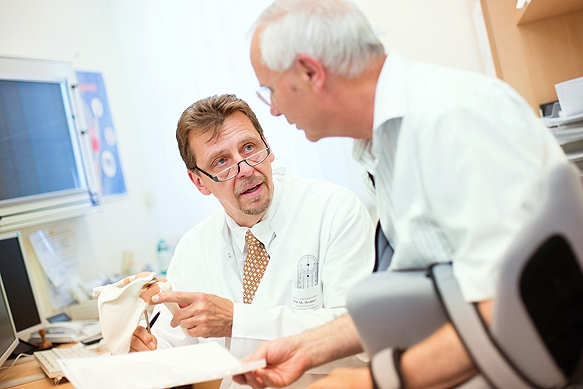 Industriefotograf: Gespräch zwischen Arzt und Patienten