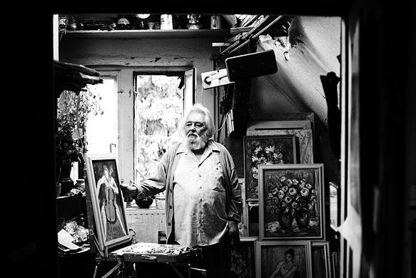 Der Künstler Dimiter Petkow in seinem Atelier