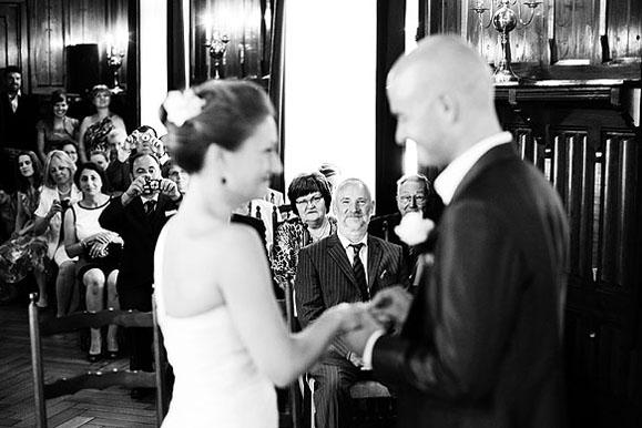 Hochzeitsfotograf - Hochzeitsfoto vom Ringtausch im Standesamt Freital